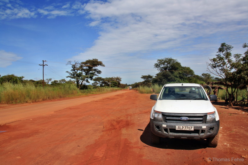 Unser Ford Ranger Double Cab Pick Up an der Solwezi Road, Sambia