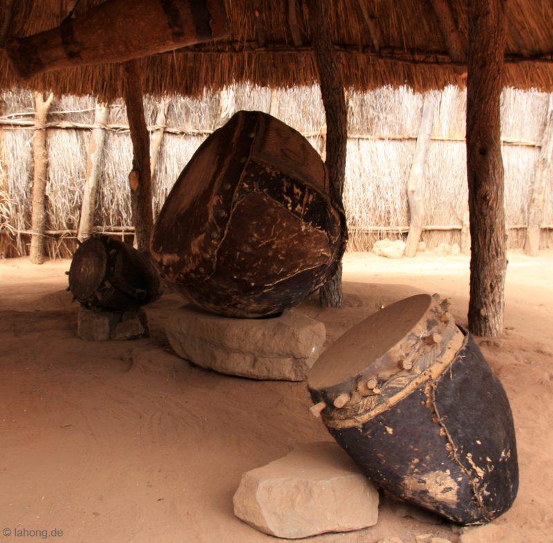 Trommeln im Lumbasa Palast, Mukuni, Sambia